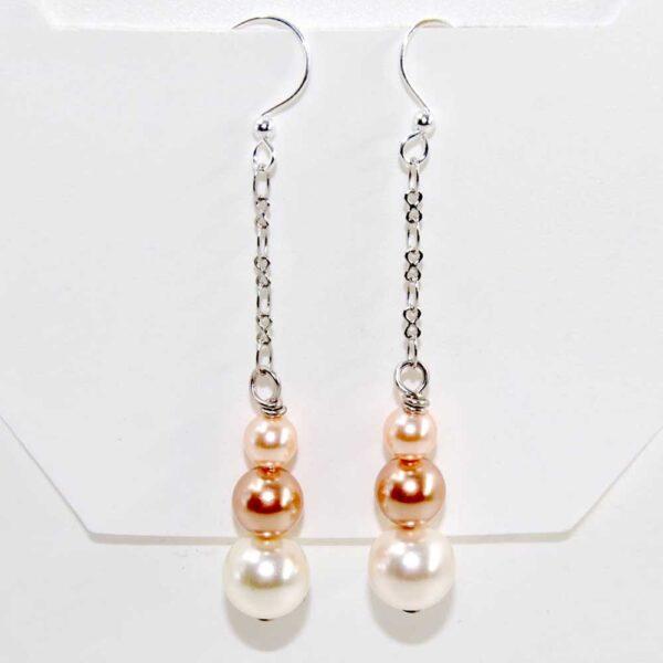 Orecchini con perle Swarovski in gradazione di colore, catenina saldata in ottone argentato e monachina anallergica