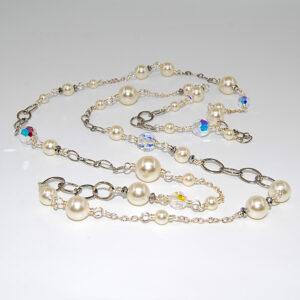 Collana lunga con perle Swarovski, cristalli boreali Swarovski, rondelle in ematite e catene saldate #collanaclassica #collanaconperle #collanaconcristalli #collanalunga #collanaluminosa #collanaunfilo