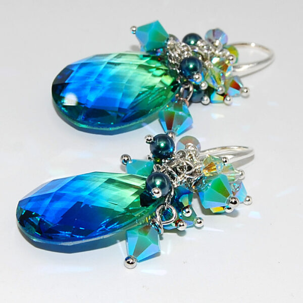 Orecchini con goccia in vetro e cristalli