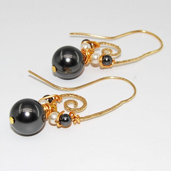 Orecchini con monachina in argento 925 martellato bagnato in oro e perle sw #orecchiniconperle #orecchiniquisikrea #orecchiniclassici #orecchiniargento925 #orecchinipendenti