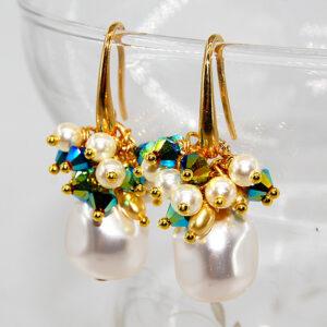Orecchini con perle barocche Swarovski, cristalli bicono Swarovski, perline Swarovski e monachina in argento 925 bagnato in oro #orecchiniconperle #orecchiniconcristalli #orecchiniclassici #orecchiniquisikrea