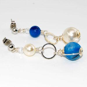Orecchini con perle Swarovski, perle sfaccettate in agata sfumata, cerchi in metallo, cristallini boreali e monachina anallergica #orecchinilunghi#orecchinipendenti #orecchiniquisikrea #orecchiniconperle