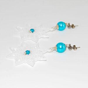 Orecchini con stella realizzata in stampa 3D, perline in vetro cerato e monachina anallergica #orecchinigrandi #orecchini3D #orecchiniquisikrea #orecchinipendenti