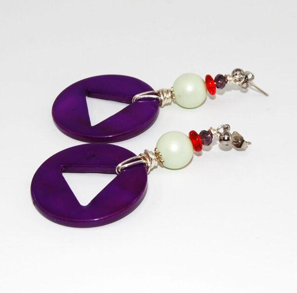 Orecchini con cerchio in madreperla, perle satinate, rondella in vetro, cristallino e monachina anallergica #orecchinigrandi #orecchinicolorati #orecchinipendenti #orecchiniquisikrea #orecchiniestivi