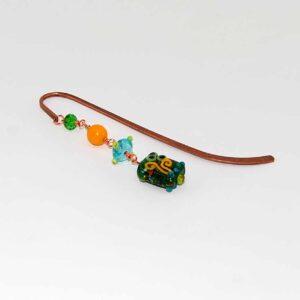 Segnalibro con perle in vetro con disegni lampwork in rilievo e perline in vetro #segnalibri #accessoriquisikrea #accessori