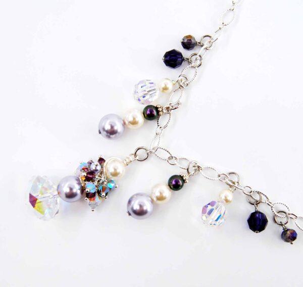 Collana con cristalli, perle satinate, perle lucide e catena saldata #collanaquisikrea #collanagirocollo #collanaclassica #collanaconperle #collanaconcristalli