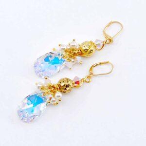 Orecchini dorati con goccia in cristallo Swarovski boreale, perline