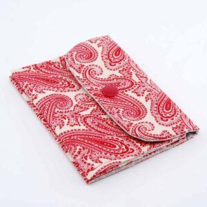 Pochette in puro cotone con tela interna di rinforzo, ha tre scomparti per riporre piccoli oggetti di diversa misura. #accessoridaborsa#accessoritessuto #accessoriquisikrea