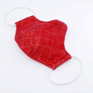 Mascherina civile con tulle rosso, tessuto glitterato, fodera interna in cotone 100%, strato interno filtrante, taglio ergonomico, lavabile a 30 gradi, elastico morbido #mascherinaelegante #mascherinaperlefeste #mascherinaquisikrea