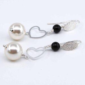 Orecchini con monachina diamantata in argento 925, cuori in argento 925, e perle Swarovski #orecchiniquisikrea #orecchinipendenti #orecchinilunghi #accessoriquisikrea