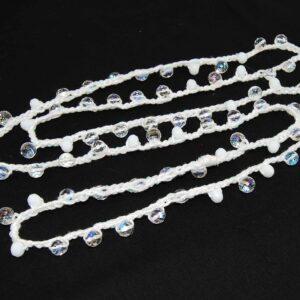 Collana lunga doppio giro lavorata all'uncinetto con filo in cotone e filo glitterato arricchita con perle in cristallo