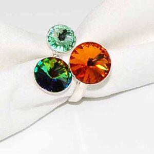 Anello con cristalli multicolor