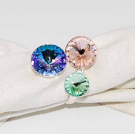 Anello con cristalli tre colori
