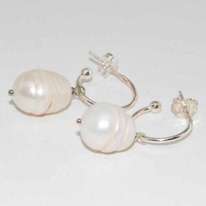 Orecchini a cerchio con perle