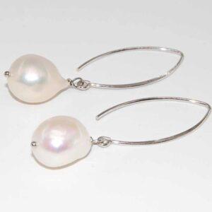Orecchini con monachina ovale e perle