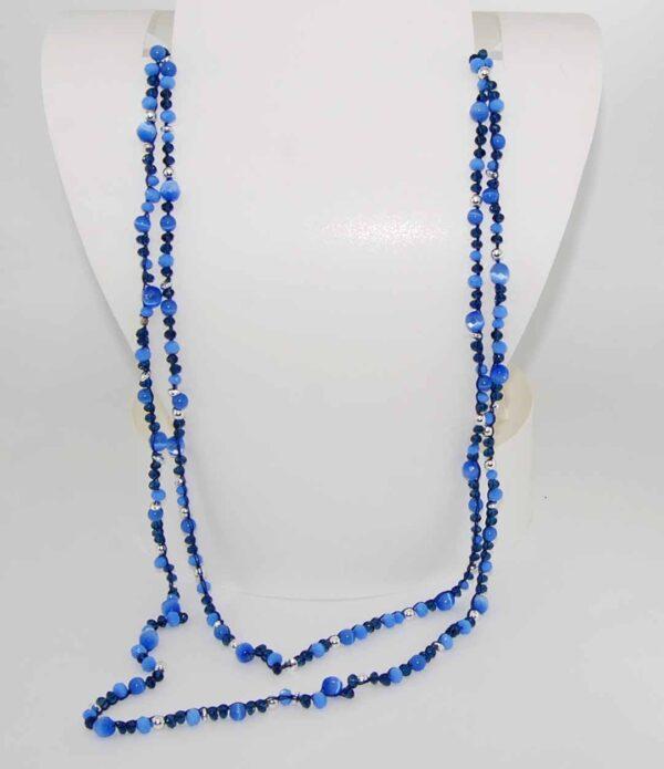 Collana con perline in vetro azzurre e blu